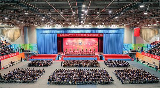 北京航空航天大学2017-2018学年研究生毕业典礼暨学位授予仪式现场。 北京航空航天大学官网 图