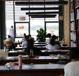"""废弃码头变滨江""""书屋"""",在长江边上读书是种什么体验?"""