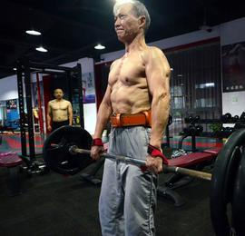 南昌七旬老人坚持健身十余载 满身腱子肉羡煞年轻人