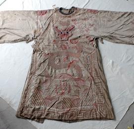 这件戏服或已200多岁……