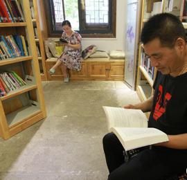 """路桥:村里图书馆成""""网红"""""""