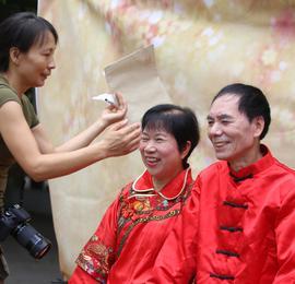 宁波北仑:560对金婚老人留下最美纪念照