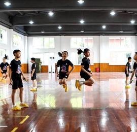 13岁中国男孩破跳绳世界纪录!30秒136次看呆网友