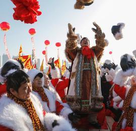 首届哈尔滨采冰节 传承百年采冰民俗