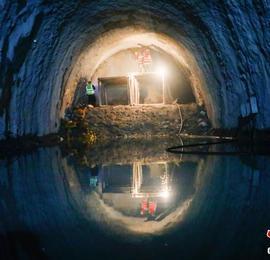 """世界罕见""""毒气""""隧道在云南贯通"""
