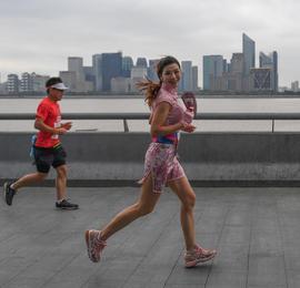 2020杭州马拉松举行 万名跑者钱塘江畔西湖畔开跑