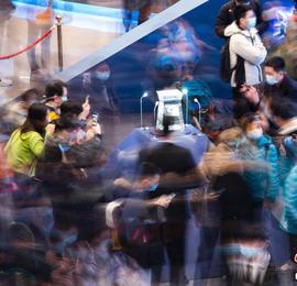 中国国博月壤展览观者众