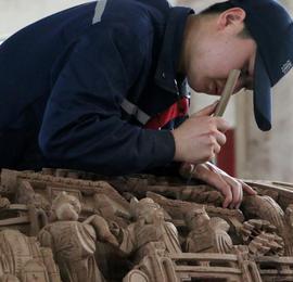探访安徽黄山徽派木作工艺:百尺高楼起于榫卯之木