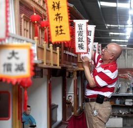 福建福清:退休教师用泥雕作品讲述民俗故事
