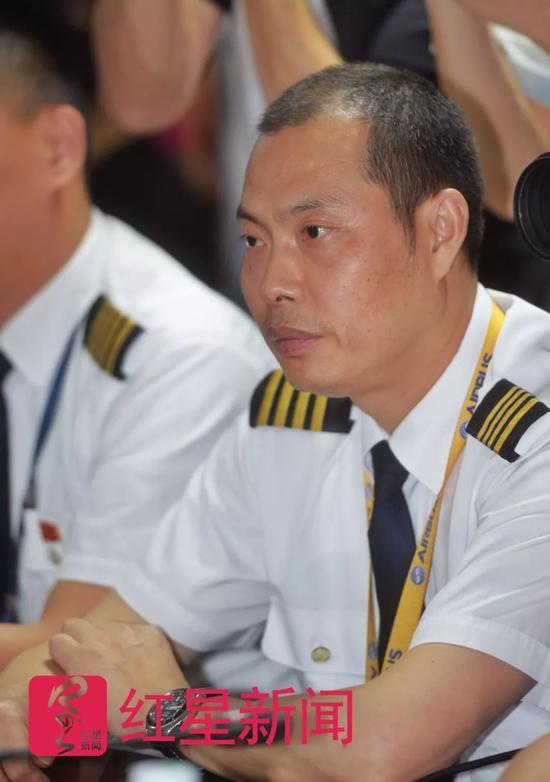 ▲机长刘传健  图片来源:红星新闻 摄影记者 郭广宇