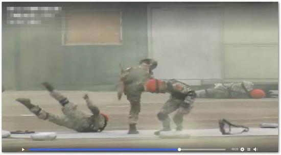 演习肉搏视频截图(图片来源:台媒)
