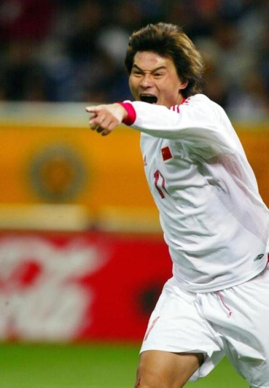 曾经的国足主力前锋李毅。