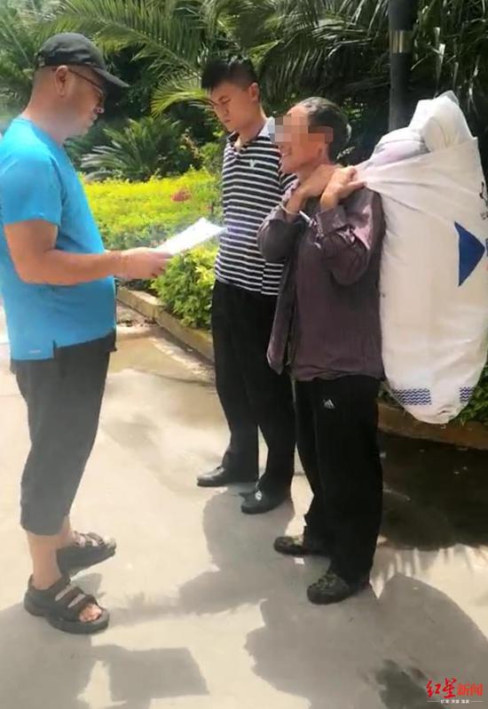 男子服刑时从监狱逃脱 27年后带被子到公安局自首|西昌