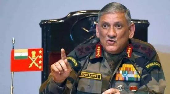 """外媒:印军一边抱怨""""缺钱"""" 一边大赞中国军力"""