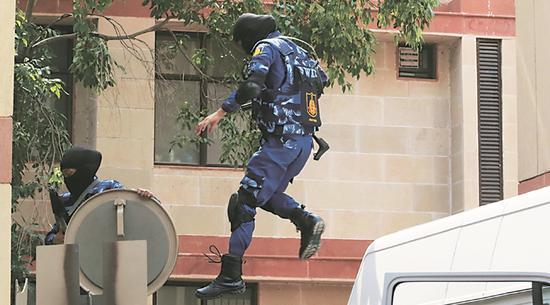 印度首支女子特警队(印度快报网站)