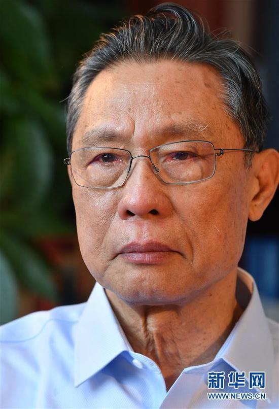 钟南山在广州担当新华社记者专访(1月28日摄)。 新华社记者 刘大伟 摄