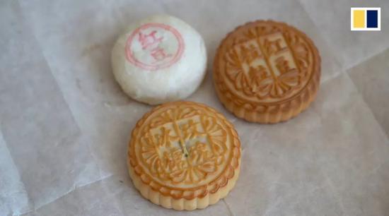 ▲中国有差别式样的月饼(视频报导截图)
