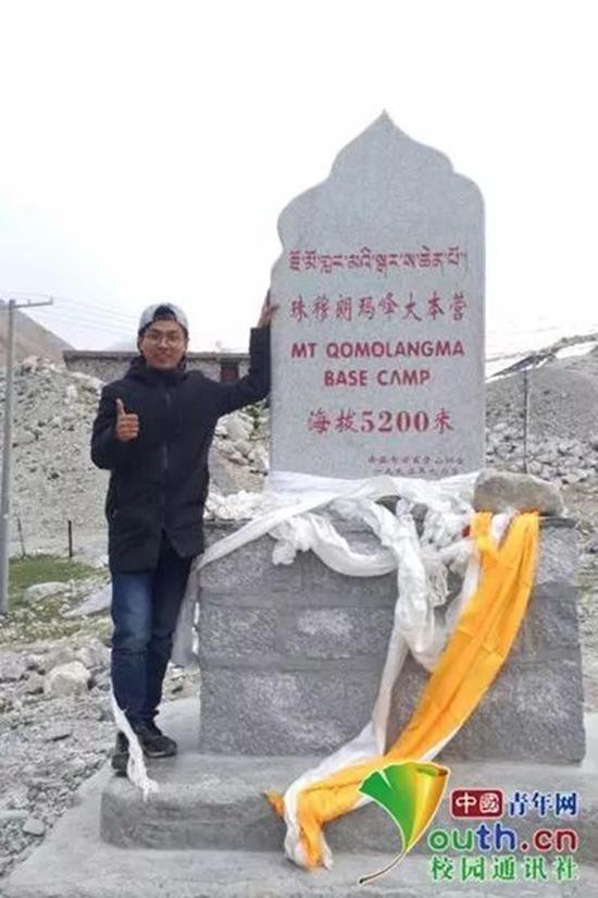 姜修翔登上珠穆朗玛峰大本营。本人供图
