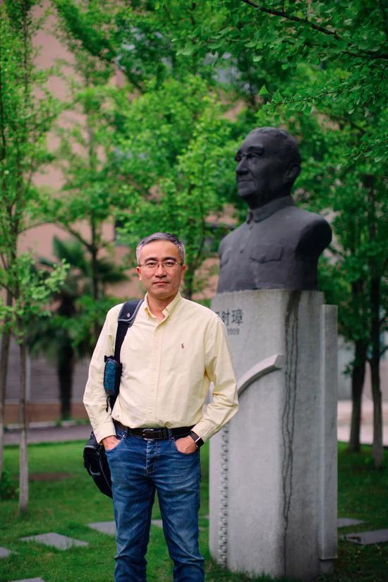 中国科大生命科学学院执行院长薛天(黄宇 摄)