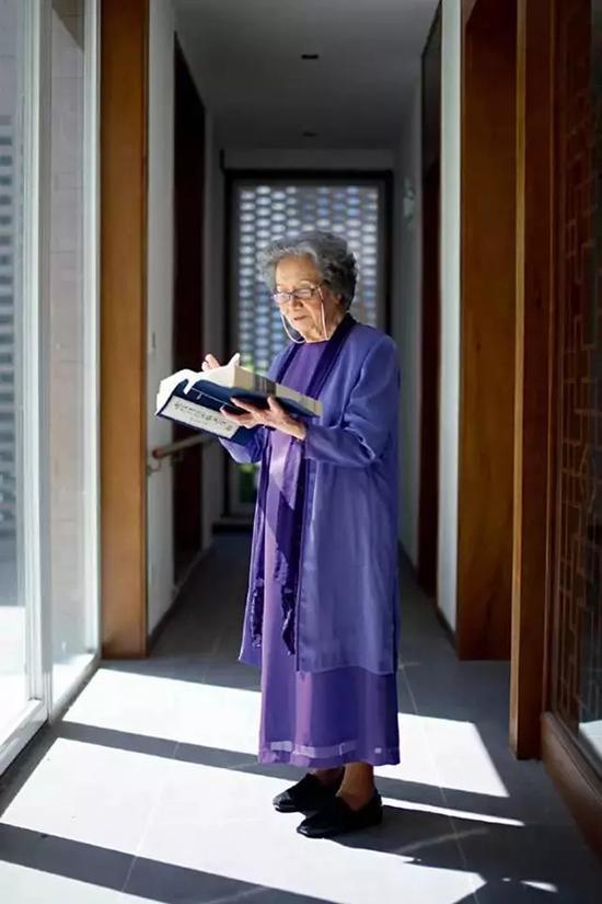 叶嘉莹先生90岁生日时,温家宝手书。