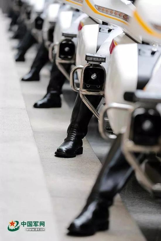 ▲整装待发的国宾护卫队(李光印 摄)
