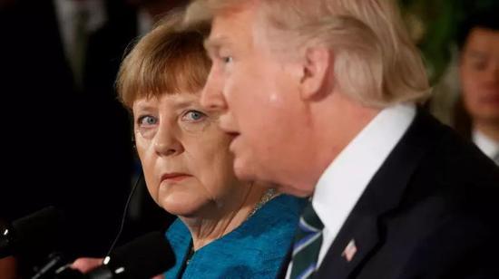 ▲4月27日,德国总理默克尔抵达华盛顿,与美国总统特朗普就伊朗核问题及长期豁免欧洲的钢铁及铝制品关税问题展开会谈。(半岛电视台)