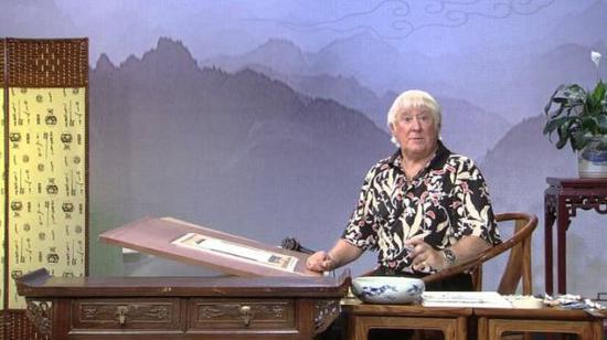 藝術家弗蘭克·克拉克在電視節目上(圖片來自英國《星期日泰晤士報》網站)