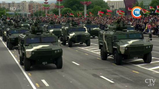 白俄罗斯装备的中国产CS/VN-3C轮式装甲车