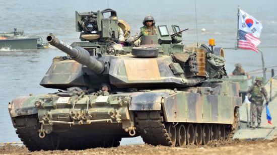 M1A2是美国陆军主战坦克(图片来源:台湾《自由时报》)