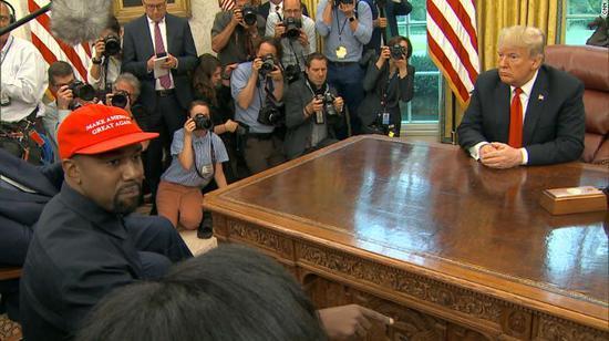 视频-说唱歌手建议特朗普更换专机:他好美国才有面