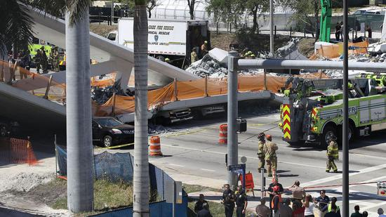美佛罗里达发生天桥坍塌事故 遇难者上升至10人