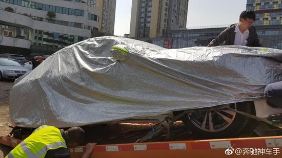 涉事车已于3月22日下午封存运往郑州待检。
