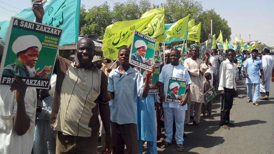 视频:现场:尼日利亚首都阿布贾爆发骚乱 人员伤亡