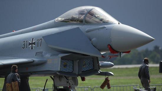 """欧洲""""台风""""战斗机 图片来源:《明镜》周刊"""