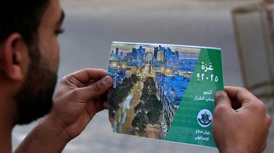 图为以色列军方发放的传单。(图片来源:法新社)