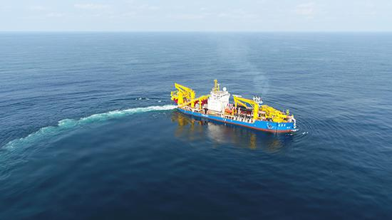 """""""天鲲号""""在浙江花鸟山海域海试。 本文图片均为天航局提供"""