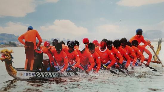 图为韩国龙舟赛选手训练场景