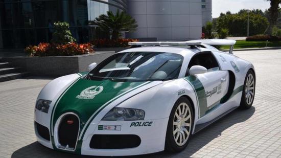 迪拜街头的布加迪威龙警车