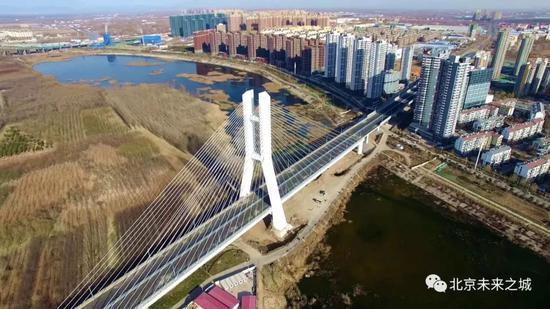 连接河北和通州的潮白河大桥 摄:陈强、满志禹