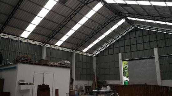 乔纳斯的造船厂内景。