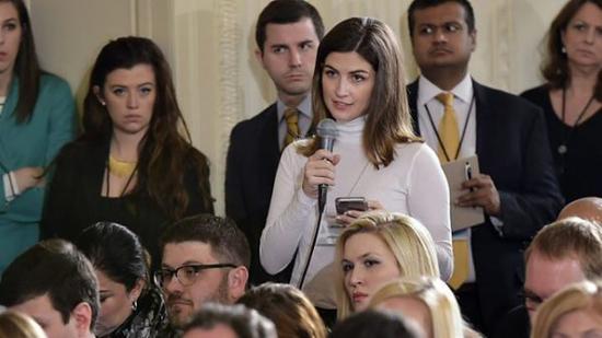 """▲记者凯特兰·柯林斯称其被白宫禁止提出""""不恰当的""""问题。"""