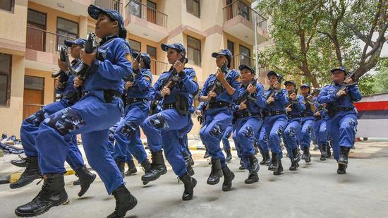 """印度首支女子特警队(印度""""DNAINDIA""""网站)"""