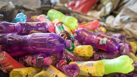 """▲中国禁止部分""""洋垃圾""""进口,影响全球回收业。(盖帝图像)"""