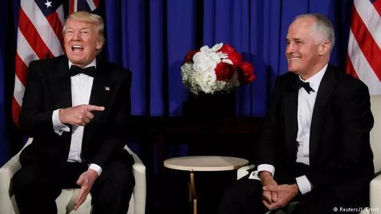 特朗普和特恩布尔(右)喜相逢。