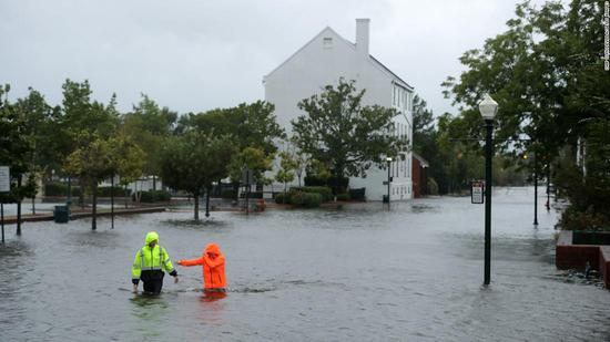 30年来最强飓风登陆美国东岸 近43万人受影响