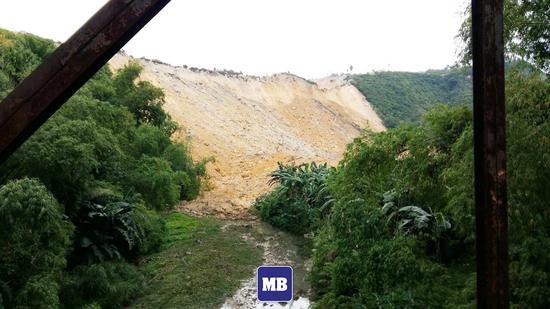 菲律宾宿务省纳戈市发生山体滑坡 至少4人死亡