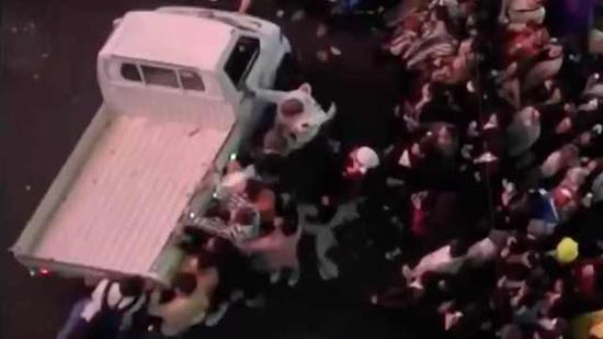 视频|日本东京涉谷万圣节狂欢:打架、翻车、性骚扰