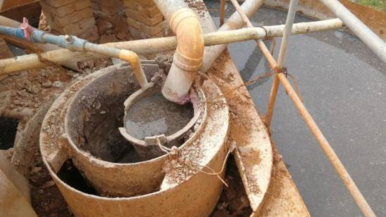宜章县丰顺纸厂简陋的污水处理设施。中央环保督察组 供图