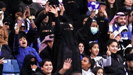 △去年开始,沙特女性才被赋予进入体育场馆观看比赛的权利。