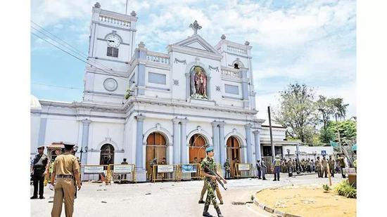 爆炸案发生后的圣安东尼教堂/斯里兰卡《每日新闻》